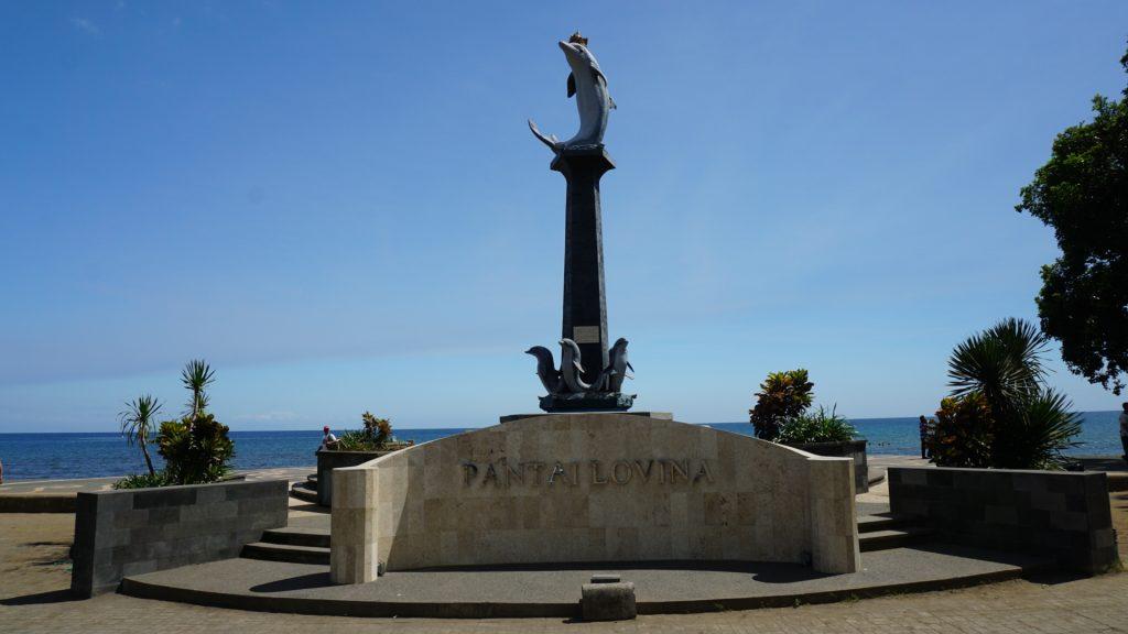 Pantai Lovina Delfinstatue