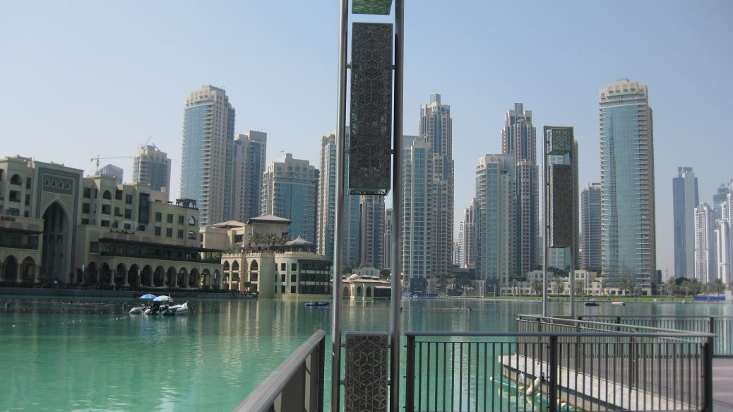 Vor der Dubai Mall