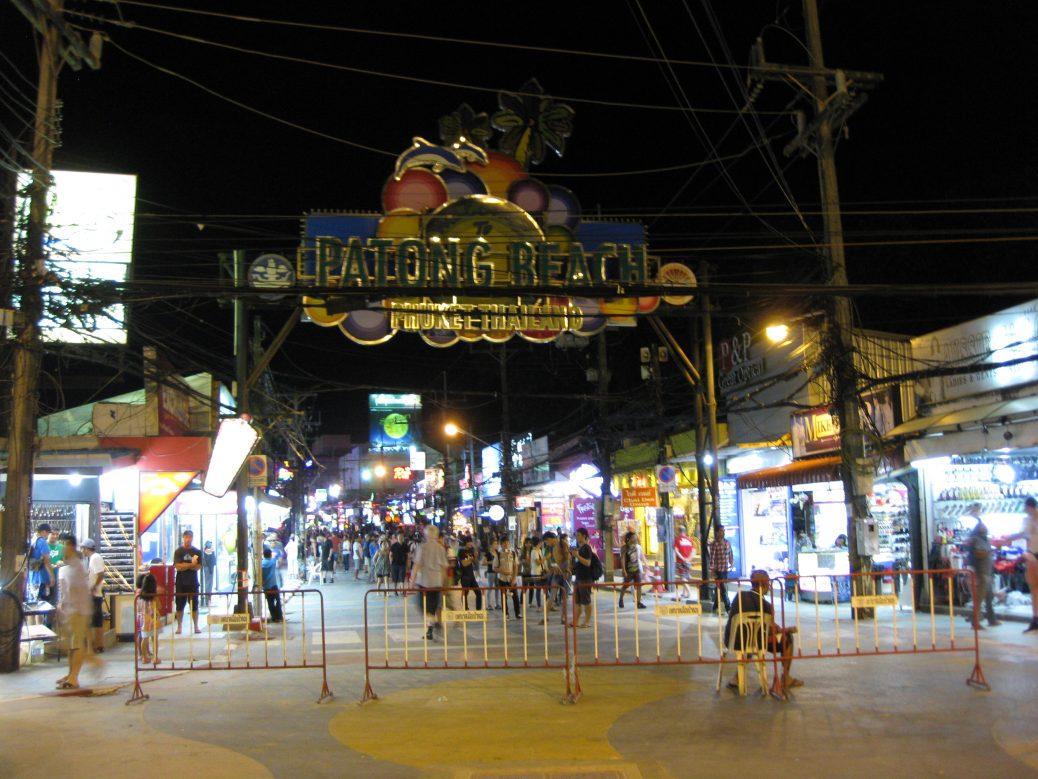 Die Bangla Road am Patong Beach