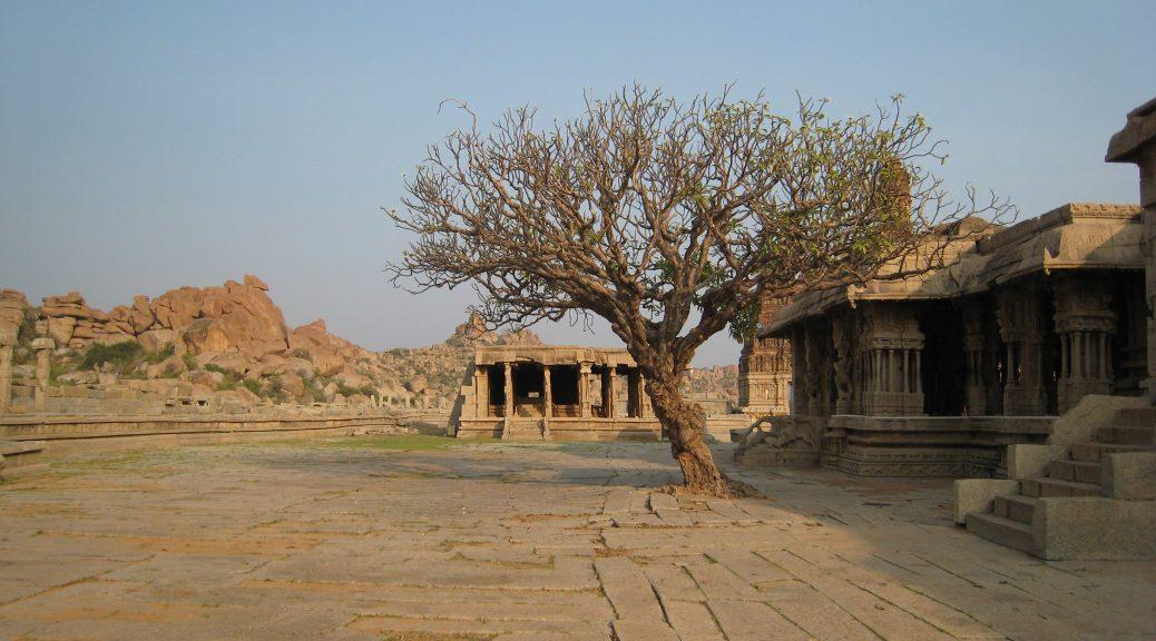 Vittala Temple und Baum