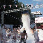 Rossmann sorgt für Sauberkeit Schaumparty Tanzfläche