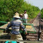 Überholmaneuver mit der Bambusbahn